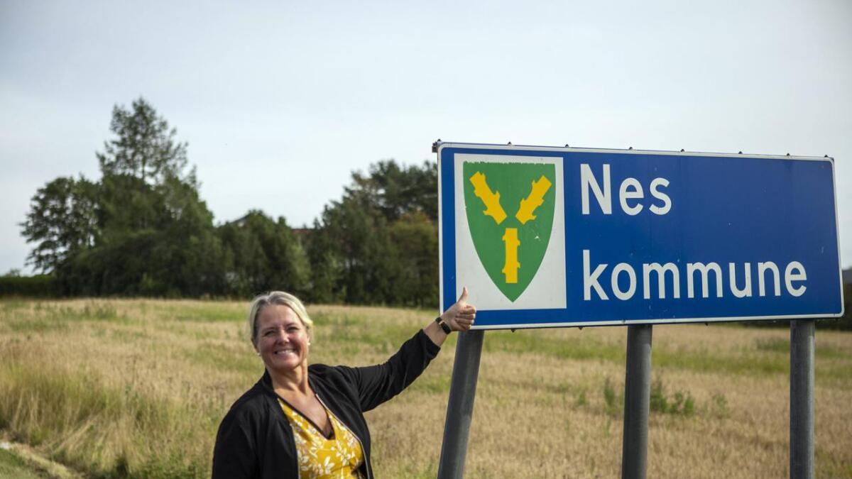 Grete Sjøli jubler etter at Nes i Buskerud torsdag kveld detok å skifte navn til Nesbyen.