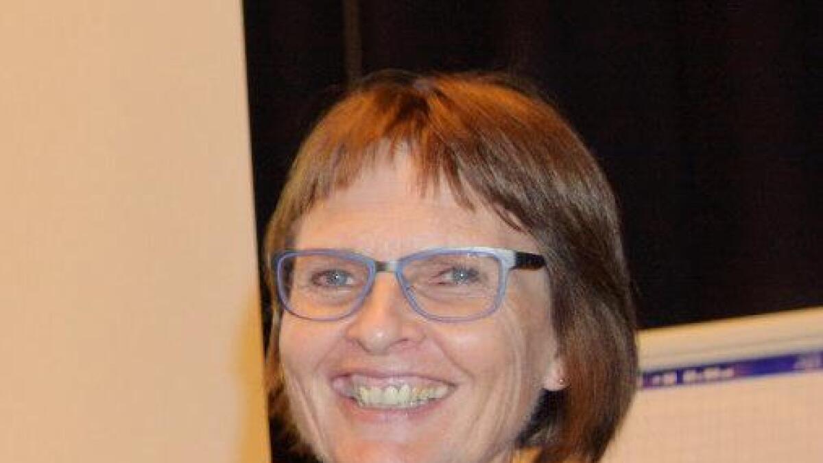 Kjersti Løkse oppfordrer eldre til å melde seg på temadagen på Sortland.