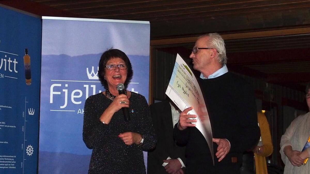 I 2015 var det Egil Nygård som stakk av med prisen. I år kan Anne Grethe Nørstebø, president i akevittklubben Fjellvitt dele ut heider, pris og sjekk til seg sjølv.