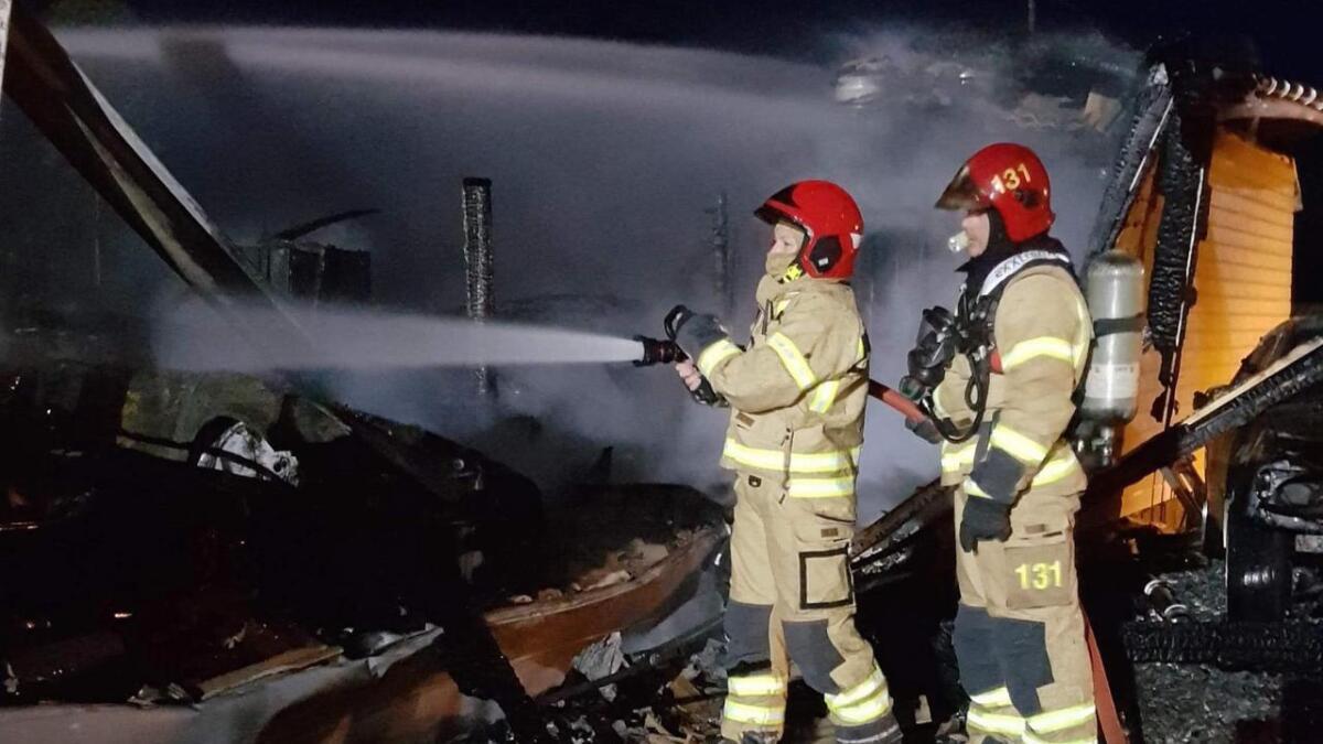 Brannvesenet måtte tilbake i natt då det brannen blussa opp igjen.