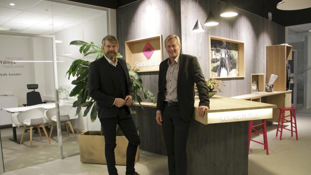 Banksjefene Kjell Nærum fra Drangedal Sparebank og Ben Roger Elvenes fra Sparebanken Din.