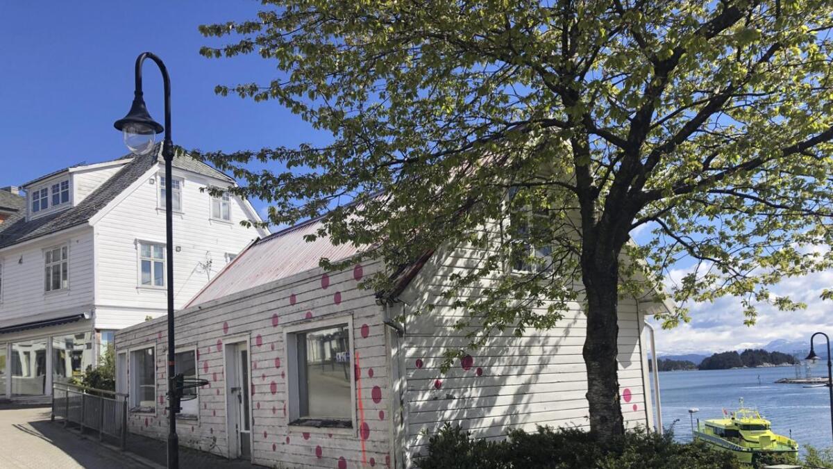 Trekanten, eller Eikelandshuset, har fått namnet sitt etter Andreas Eikeland, som dreiv fiskebutikk. No kan huset bli fjerna til fordel for større og høgare bustader i Borggata.