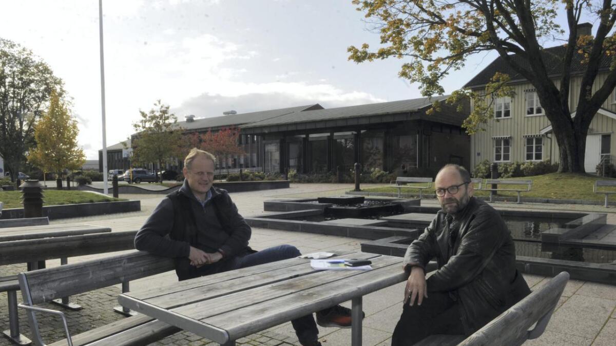 Tom Roterud, Sp (t.v.) og Erlend Helle, Ap sier de på investeringssiden er nøkterne i sitt samarbeid. I tillegg til de prosjektene som allerede ligger inne i økonomiplanen, er det kun idrettshall på Auli som loves. Noe annet har de ikke økonomi til de neste fire årene.