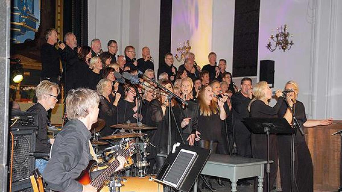Korsong frå bedehuset Betanias Exodus og Norwegian Gospel Singers sette sitt preg på den flotte konserten i domkyrkja i Kristiansand torsdagskvelden.