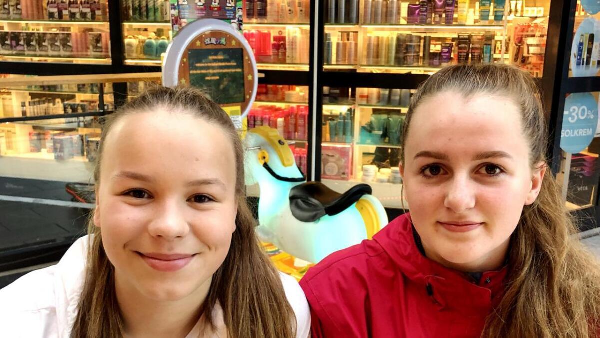 Ane Kristiansen og Marie Lykseth Iversen er begge utplassert på Sortland Storsenter, i hver sin butikk.