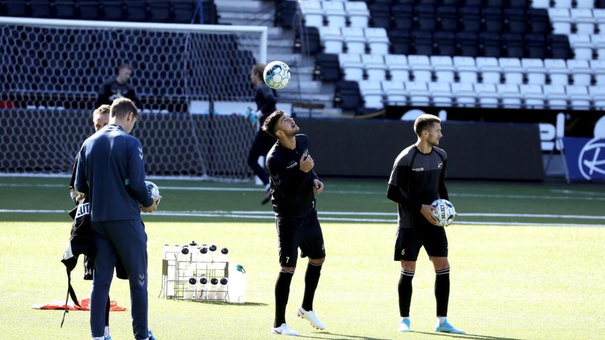Fredrik Oldrup Jensen trener lett med resten av laget, og håper å spille mot Viking neste helg.