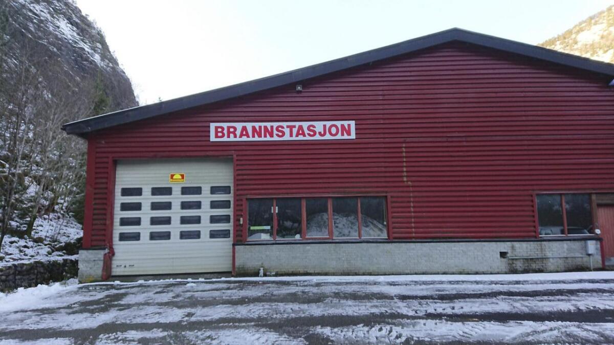 Industrihuset på Mo. Dn nye brannstasjonen skal byggjast i same bygg som den noverande.
