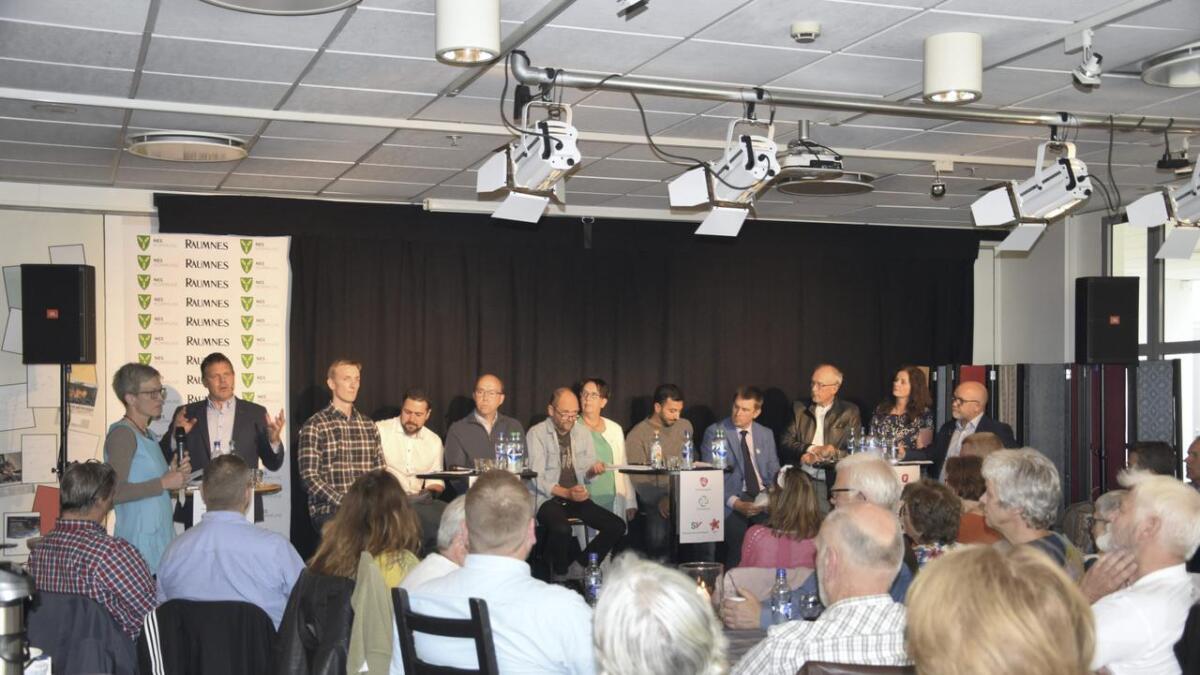 Monica Skybakmoen, biblioteksjef, Fred Gjestad, redaktør i Raumnes, Jo Inge Buskenes (MDG), Deniz Strengehagen Gungør, Liberalistene i Nes, Ole Einar Bakke, Tverrpolitisk Seniorliste, Erlend Helle (Ap), Vivian Wahl (Sp), Ali Resa Nouri (SV/Rødt), Tom Fidje (V), Odd Hagen (KrF), Liv Gustavsen (FrP) og Kjell Jevne (H),. Alle