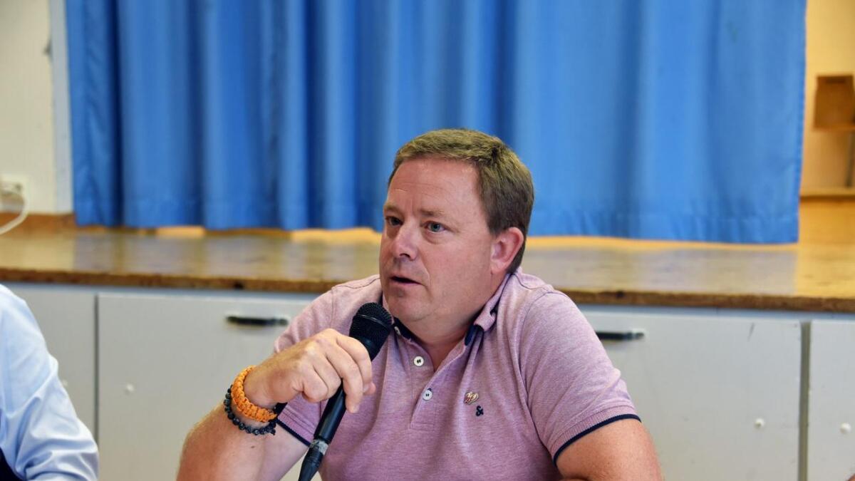 Geir Colbjørnsen toppet en ukumulert KrF-liste, men endte som tredje vara til kommunestyret i Birkenes. Her fra partilederdebatten på Herefoss i valgkampen.