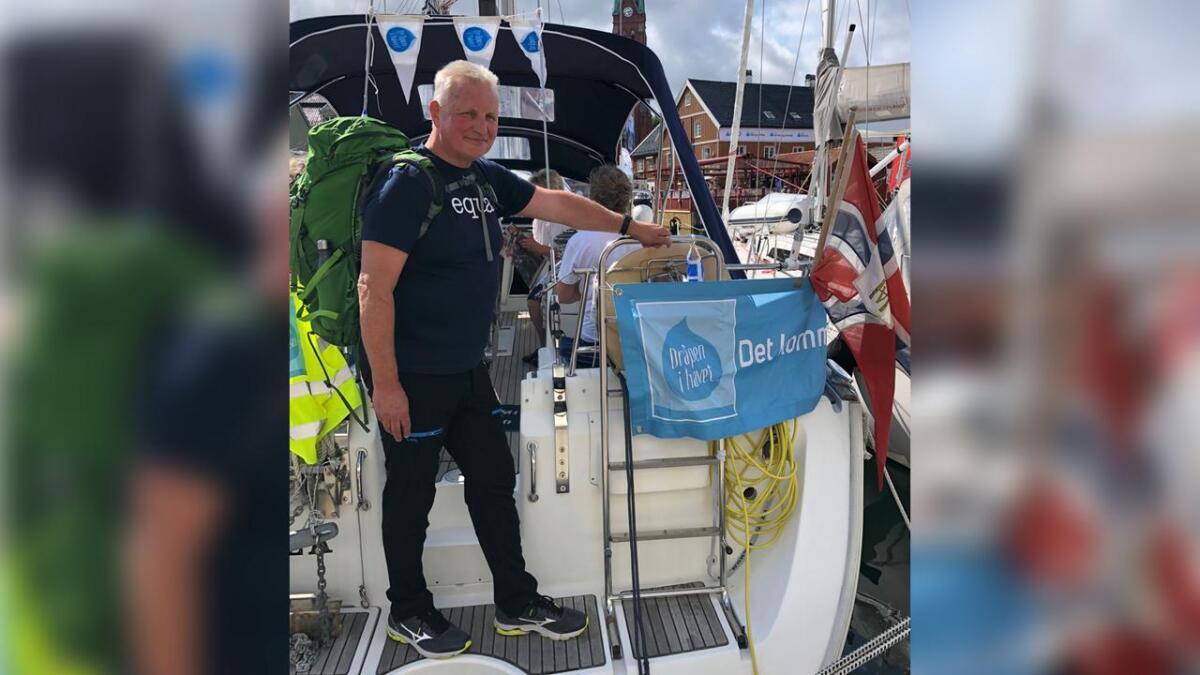 Arne Martin Thingnes (62) er klar for 3000 km de neste fire månedene. Tirsdag vandrer han fra seilbåten Perlen i Pollen med kurs for Lesvos, en av de greske øyene. Der håper han å være i desember.