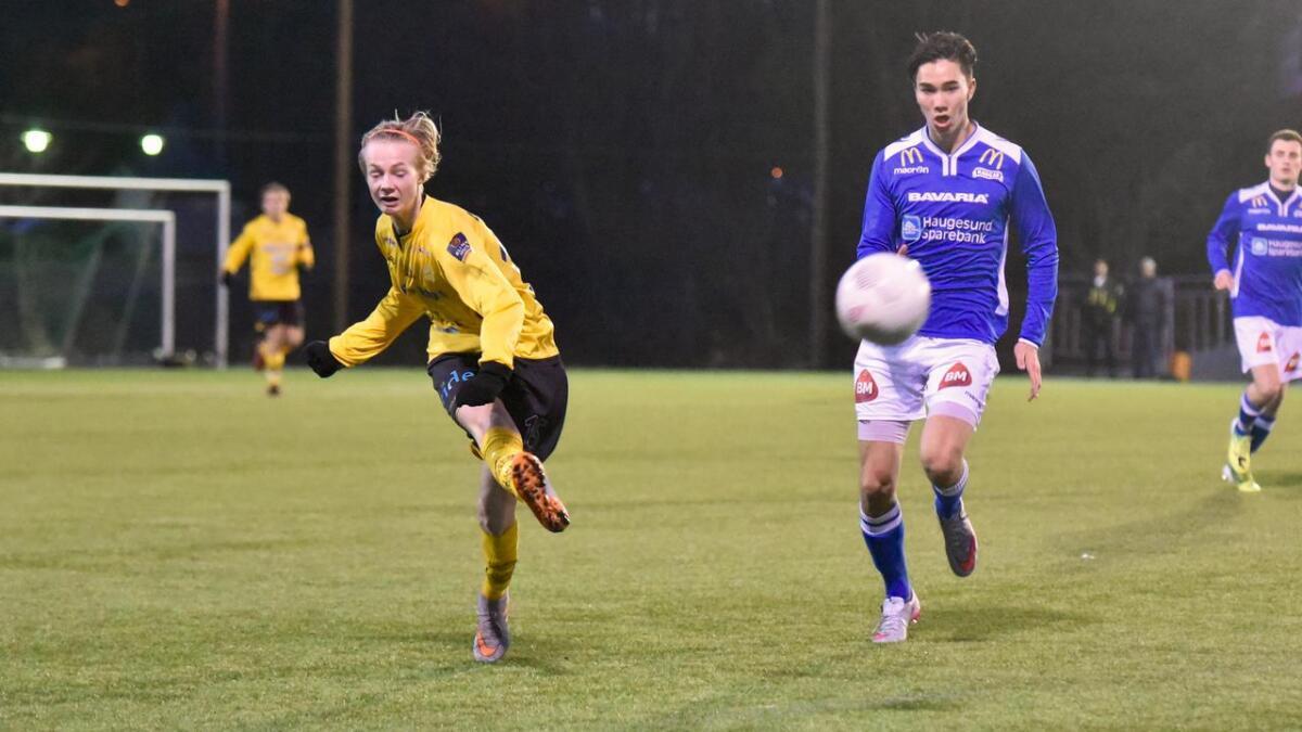 Stian Ytrøy førte BIL opp i 2-0-leiing tidleg i fyrste omgang mot Haugar i semifinalen i vintercupen med eit flott langskot.