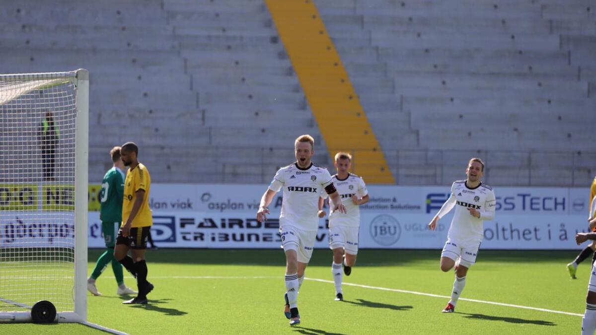 Fabian Stensrud Ness scoret hattrick for Arendal i møtet med Byåsen. Arendal scoret sju og brøt tapsrekken. Det gir selvtillit, sier Ness.