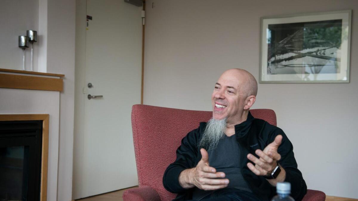 Jordan Rudess tok seg god tid til å prate med Vardens utsendte i forkant av tirsdagens konsert.