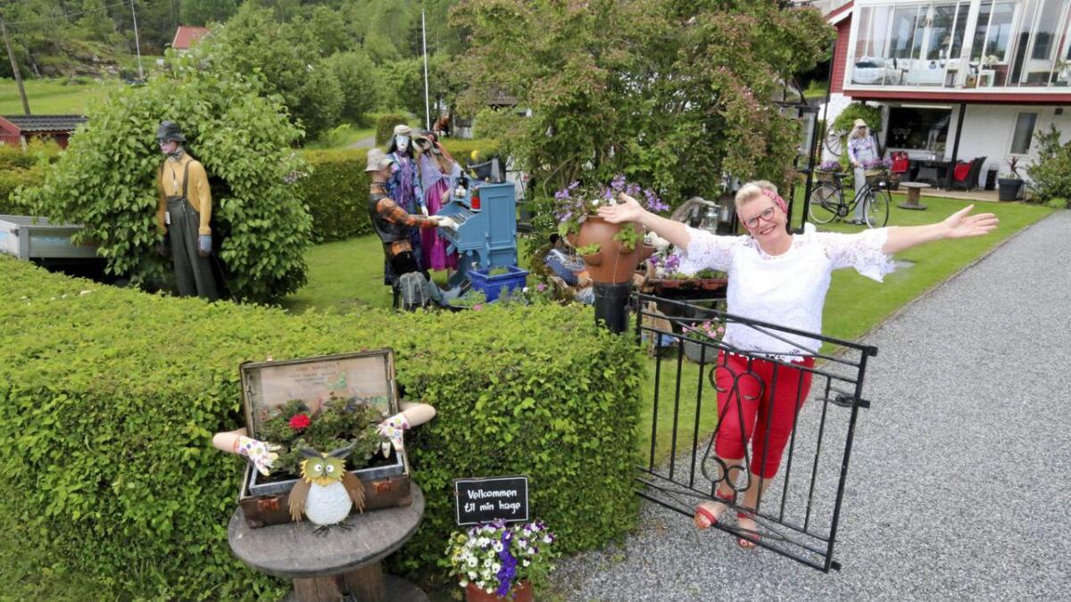 Utstillingsdukker, håndverk og en leken fantasi preger hagen til Tove Brevik i Bergsbygda i Porsgrunn.