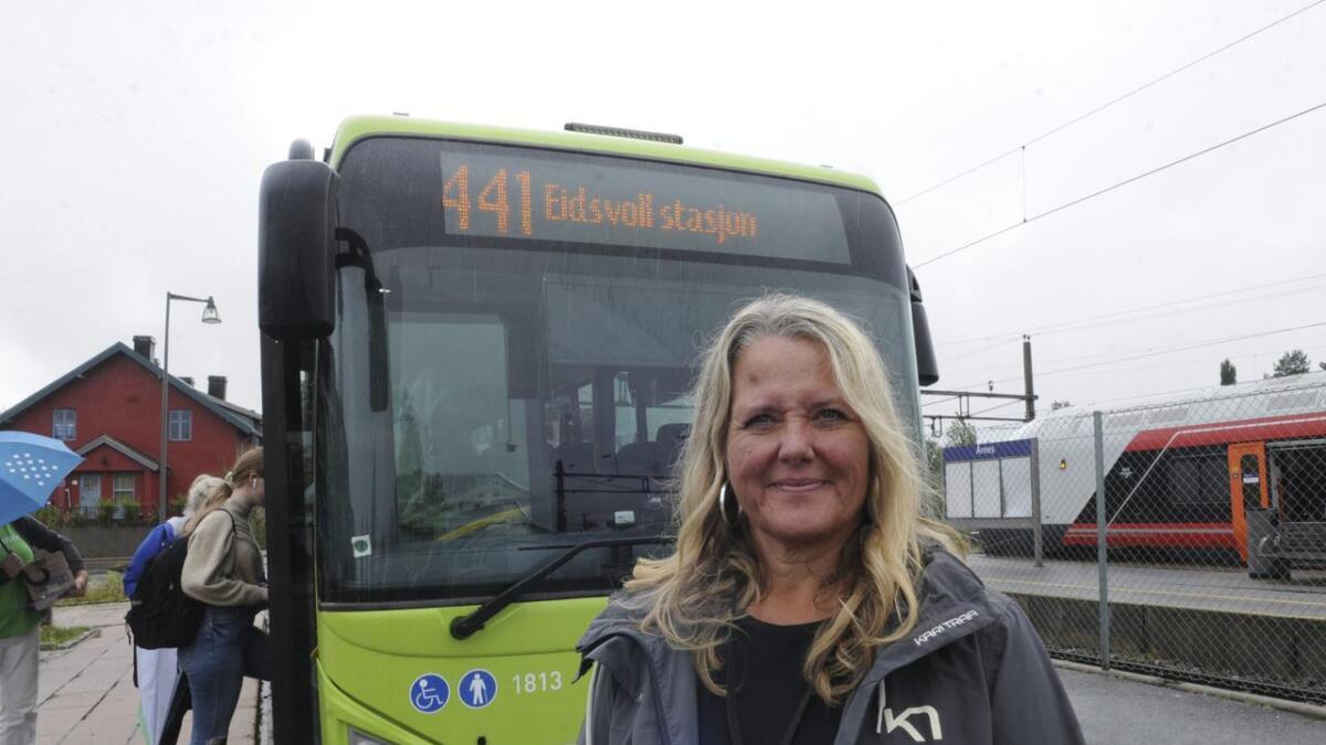 Busstilbudet mellom Årnes og Eidsvoll er styrket, og ordfører Grete Sjøli sier det er viktig at tilbudet brukes.