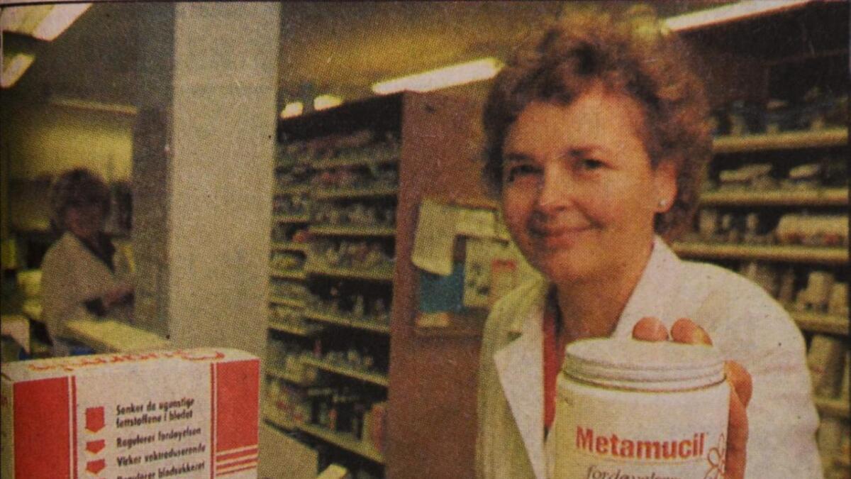 Apoteker Aase Falnes påpeker at Metamucil har samme effekt som Guarmin (t.v.), og slett ikke er noe nytt, men mye billigere. Og ingen av produktene anbefaler apotekerne som slankemiddel.