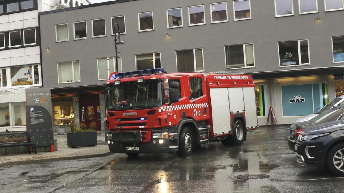 110 Hordaland melder på Twitter at ein ATV har gått delvis gjennom isen på Gåssandvatnet.