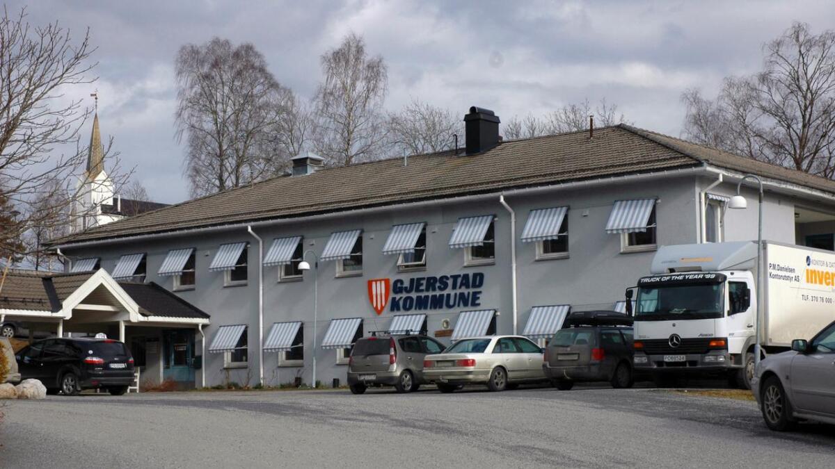Gjerstad kommune politianmeldte i januar en tidligere ansatt for økonomiske misligheter. Politiet både henla og gjenopptok saken i juni.