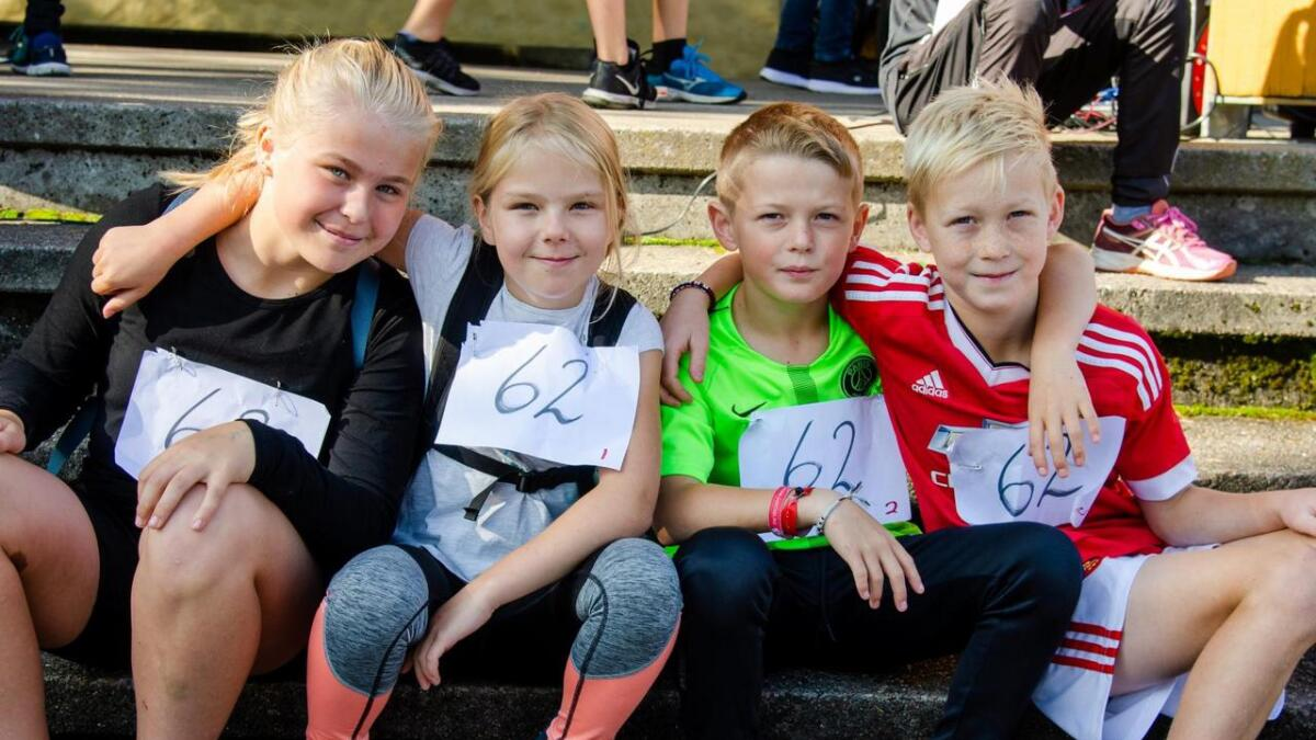 Frida Larsen, Henriette Esperås, Mats Lindekleiv og Torsander Frigstad stiller i stafetten for 6. klasse ved Kvarstein skole.