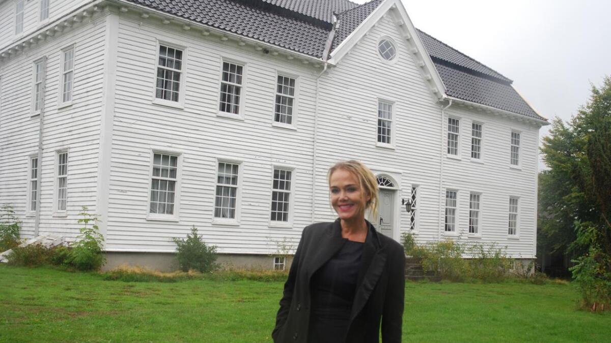 Kari Tveranger har kjøpt Gamle Møglestu av Lillesand kommune.