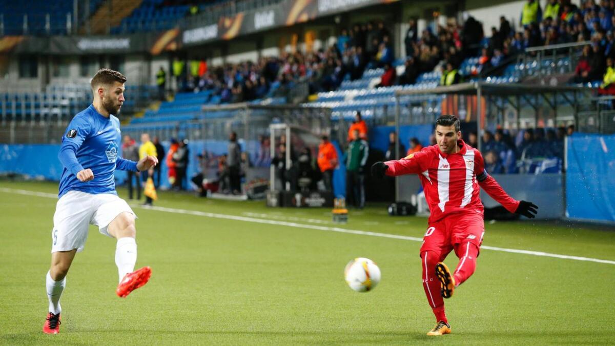 José Antonio Reyes i aksjon mot Moldes Joona Toivio under en europaligakamp i 2016 på Aker Stadion.