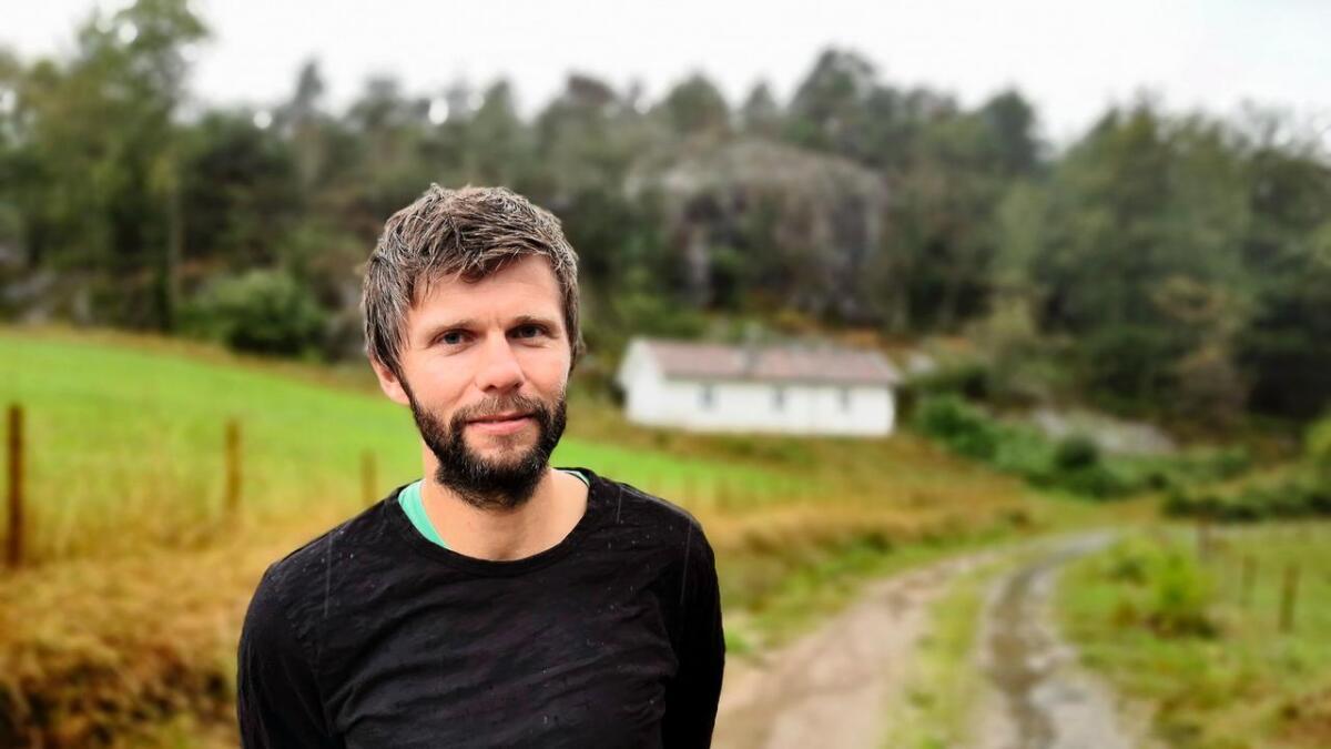 Ole Andreas Hamsun Rustad åpner opp sin oldefars dikterstue for omvisning.