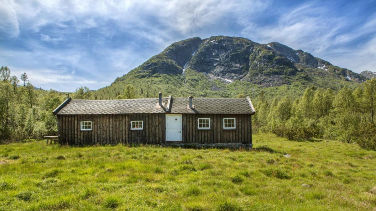 Bebyggelsen på den 11.000 mål store eiendommen er to mindre hyttetun.