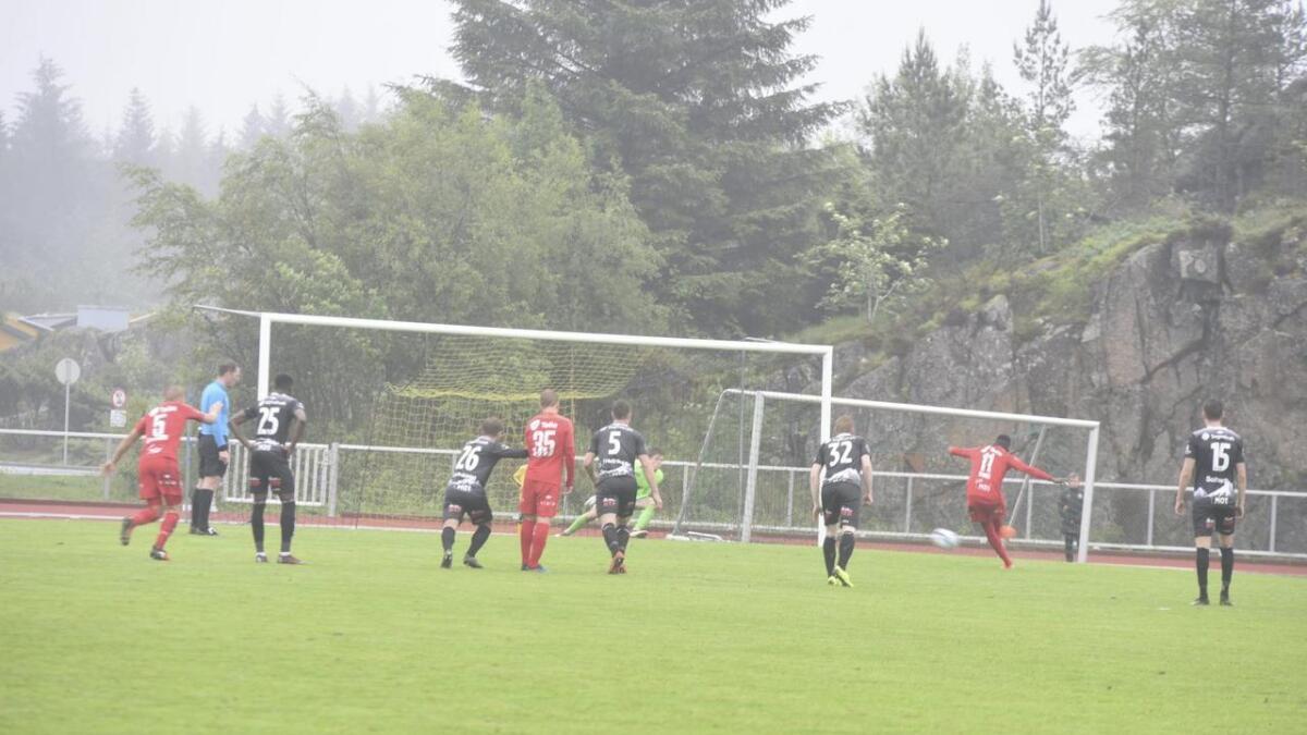 Daouda Bamba set inn 2–2 med eit sikkert straffespark