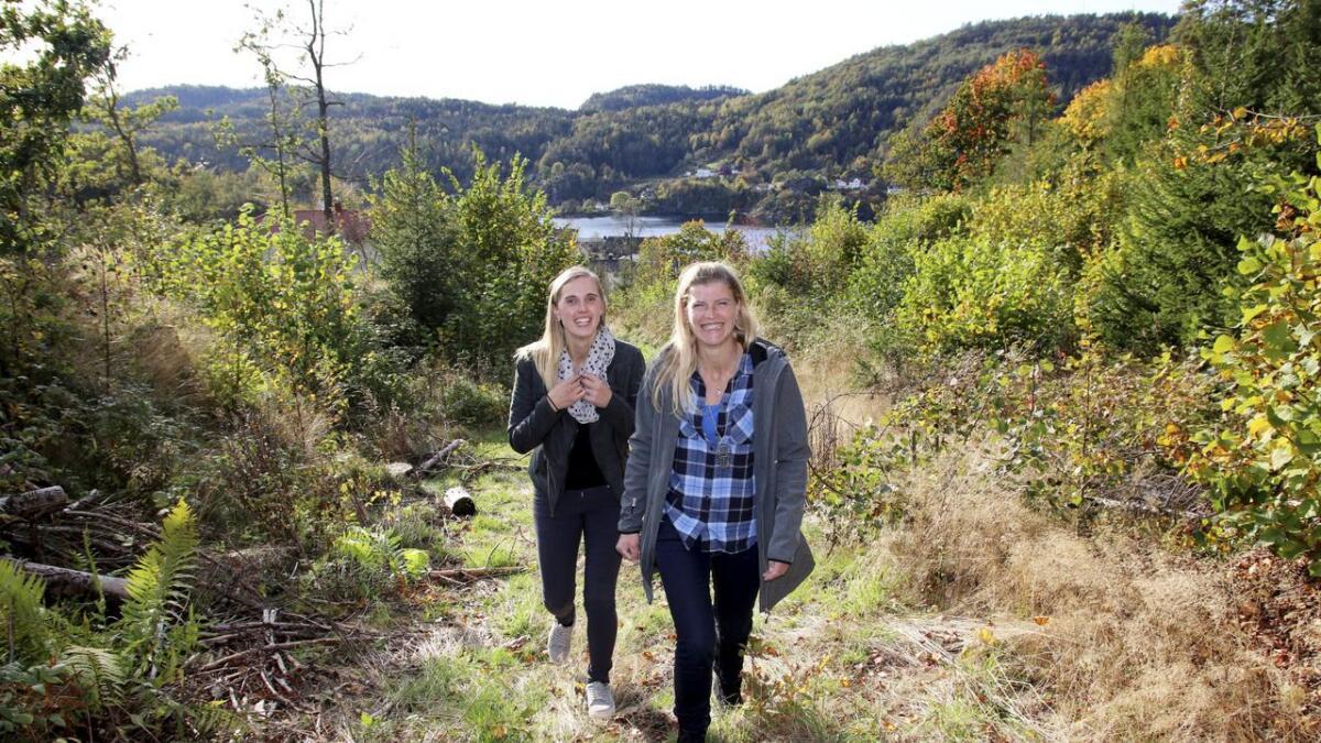Mona Aaby og Marthe Nøklegård i velforeningen inviterer til møte om Solheimfeltet.