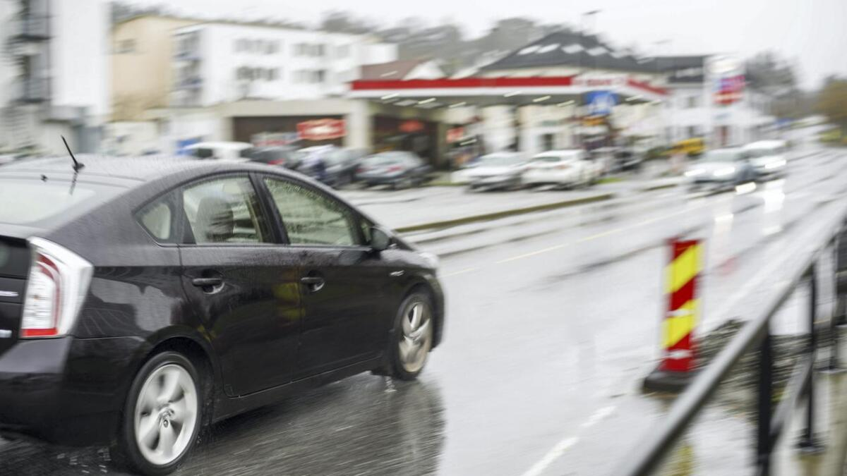 Den nye lova kan gi bilistar opptil 15.000 kroner ved organisert privat taxiverksemd.