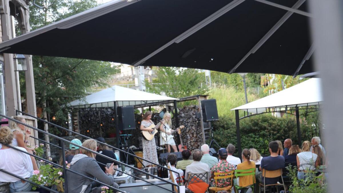 Her er siste skotet på Voss sitt kulturtre. Namnefestivalen gjekk i juli, og her er Dumpster Divas i aksjon.