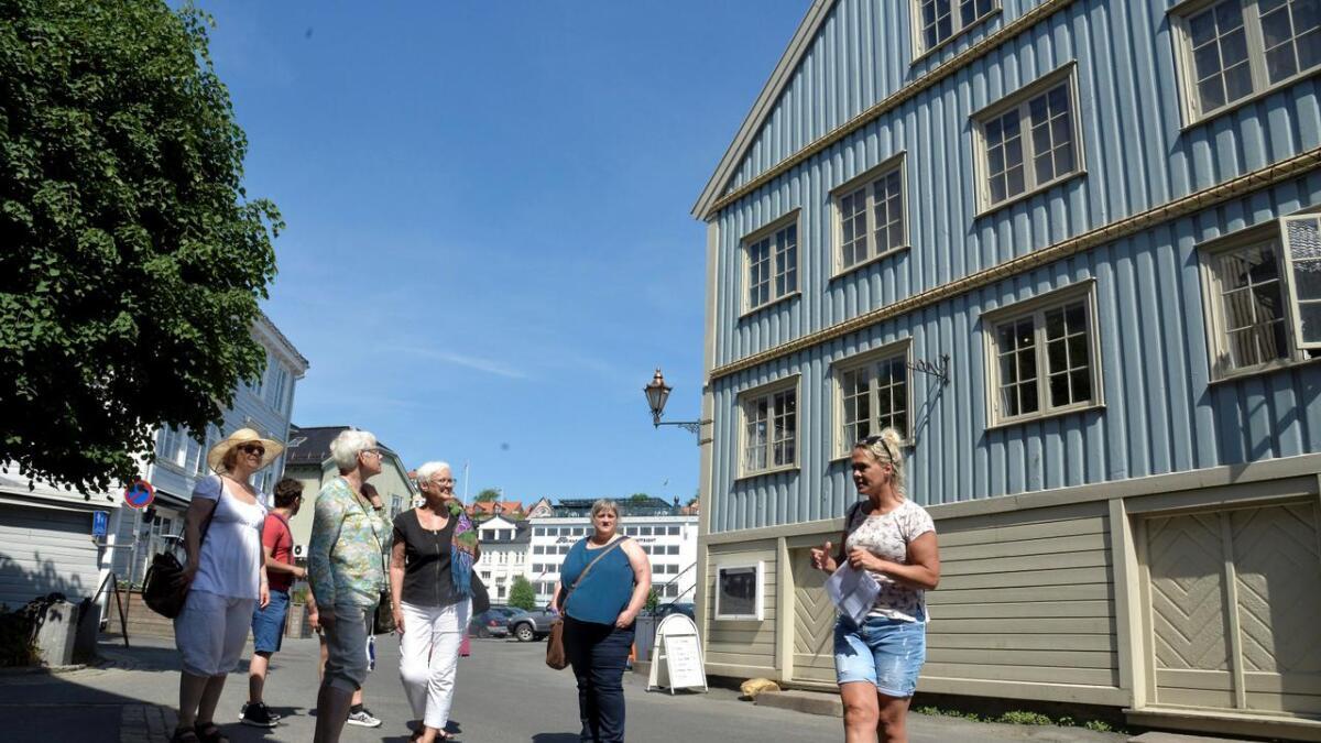 Linvedske Hus på Tyholmen sto i sin tid rett under kirken, men ble tatt ned bit for bit og flyttet hit.