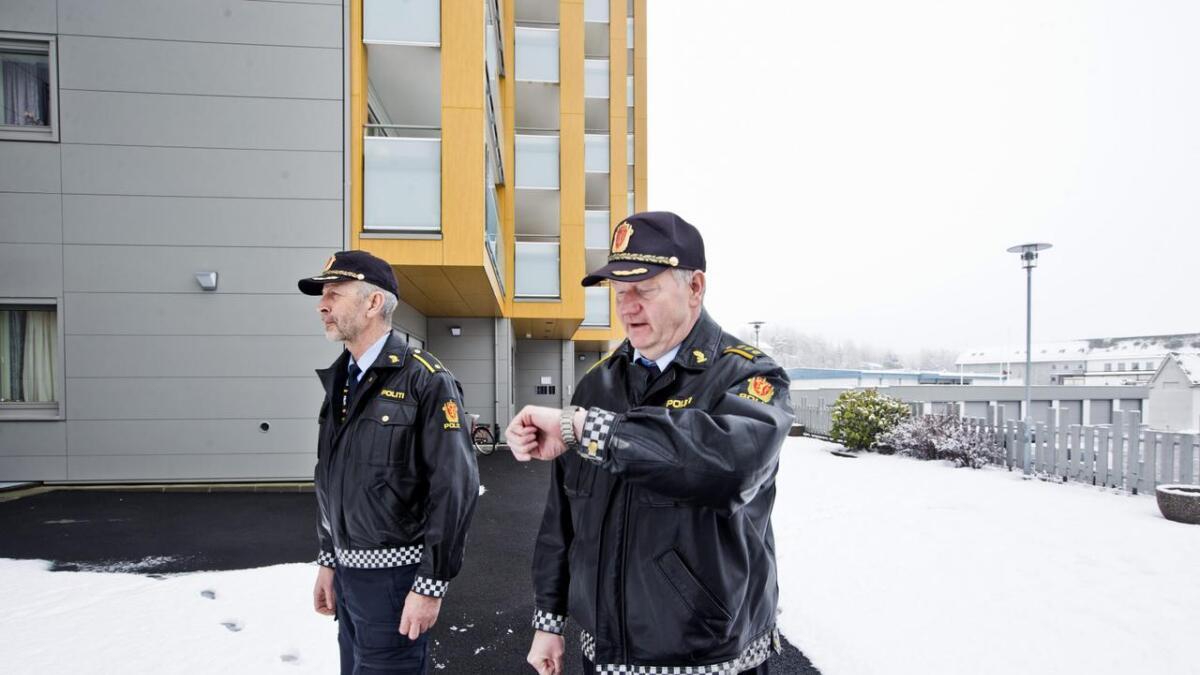 Den såkalla nærpolitireforma framstår meir og meir som eit tomt ord, skriv Hordaland på leiarplass. Her er Bjørn Inge Aarsand og lensmann Ivar Hellene på Voss.