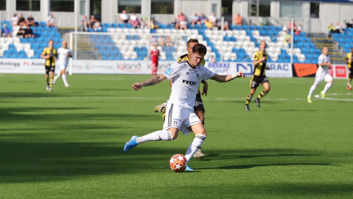 Stian Rokås Michalsen fikk en tidlig skuddmulighet for Arendal.