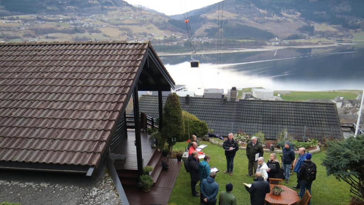 Onsdag var retten og huseigarar samla til synfaring under traseen for Voss Gondol. Fredag vart saka avslutta i Bergen tingrett, og dom er venta innan jol.