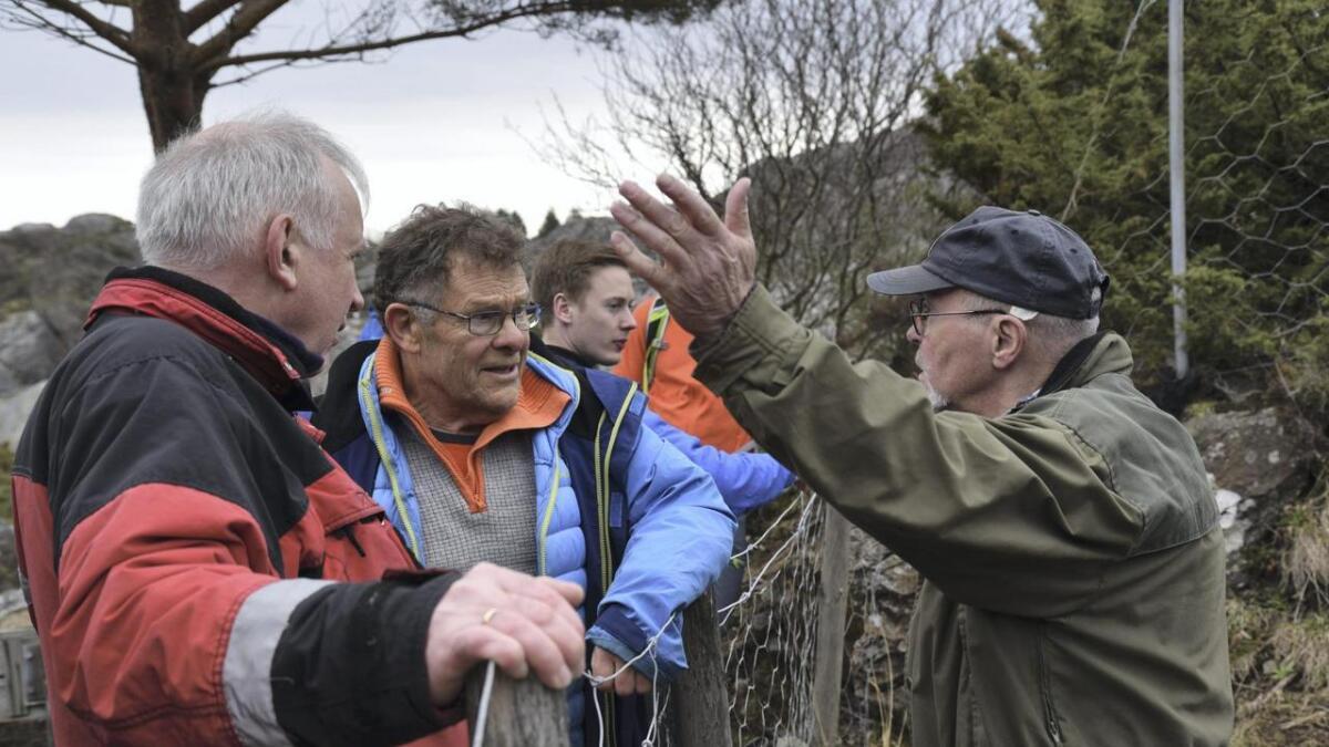 Geologane John Inge Svendsen og Øystein J. Jansen i diskusjon med gullgravar Abildgaard