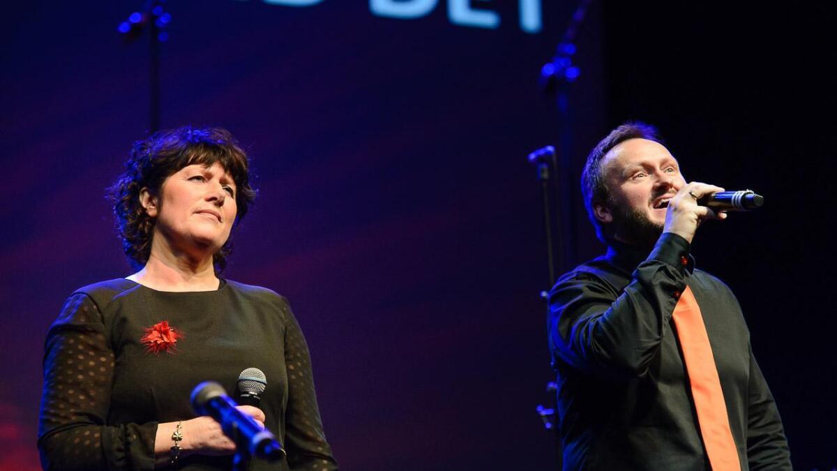 Sissel Johnsen og Olav Bauge framfører Sigvart Dagsland sin låt «Kan eg gjørr någe med det?»