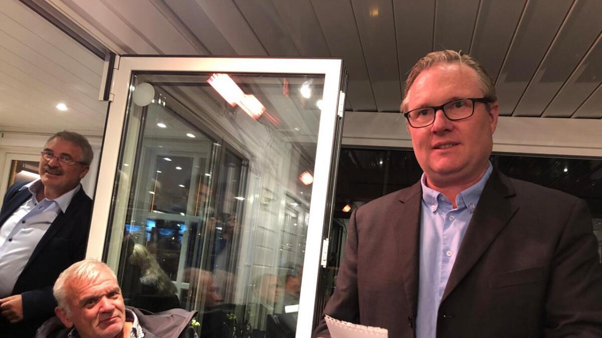 Einar Holmer-Hoven tar det foreløpige valgresultatet tilsynelatende med stor ro.