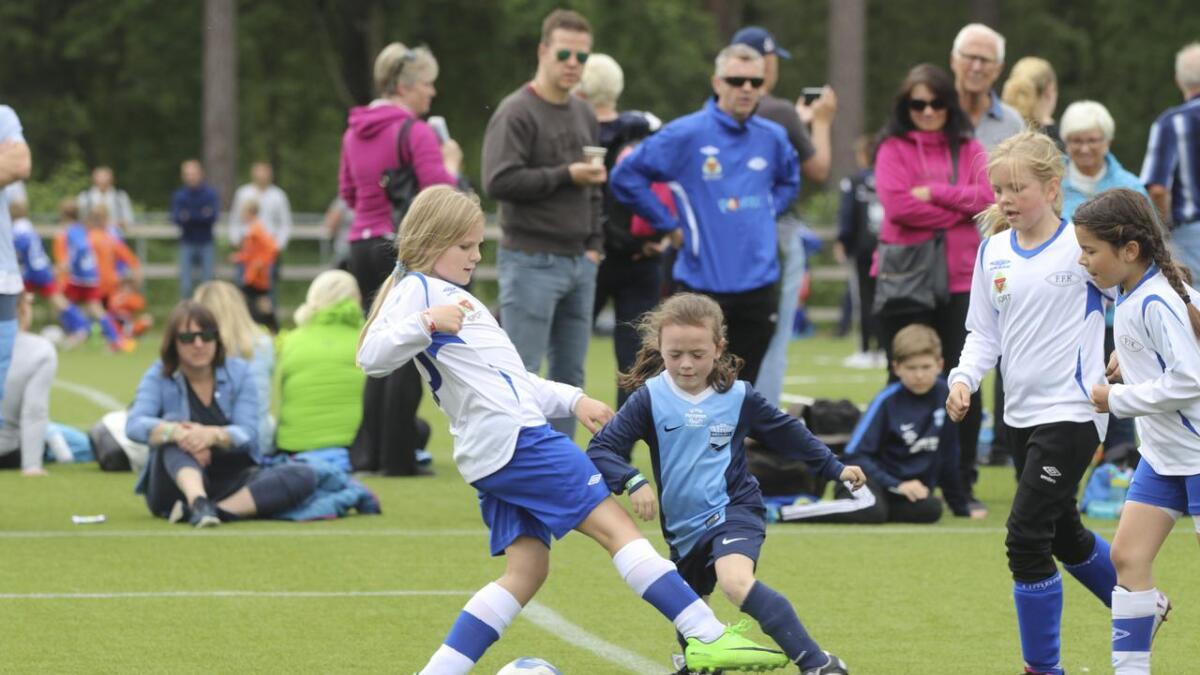 Hordaland ynskjer lesarane sine blinkskot frå fotballturneringa. Biletet er frå Voss Cup i 2017 då Voss Lilla spelte mot Drammen Strong.