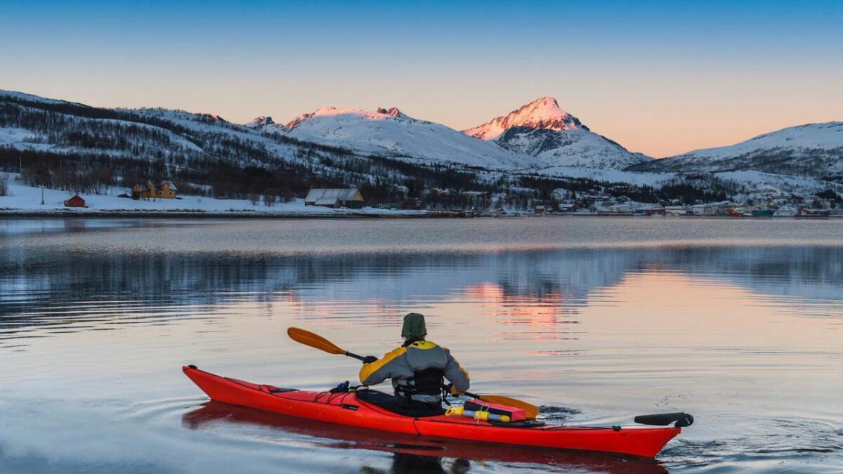 Ein padletur om vinteren kan gje både ein god pause frå kvardagsmaset og viktig lyseksponering i mørketida. Pass på at du har tryggingsutstyret i orden.