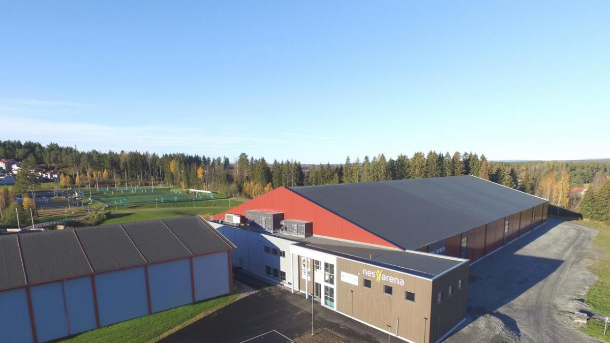 Etter planen skal Romerike International School bygges på langsiden av Nes Arena til høyre.