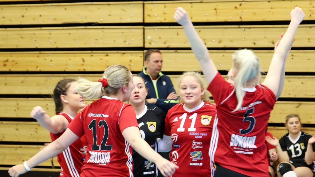Damelaget til Øksil skal kommende sesong spille i volleyballens 1. divisjon igjen. Her et bilde fra sist klubben var i 1. divisjon; sesongen 2017/2018.