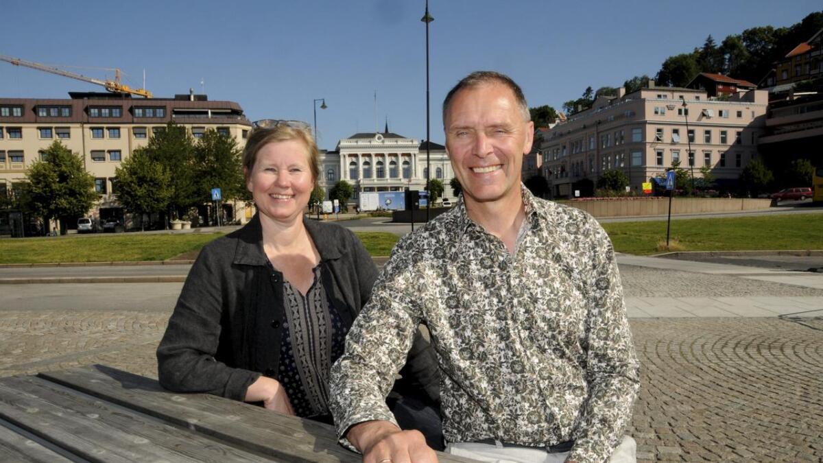 Prosjektleder for Ibsenbiblioteket Gunn Marit Christenson og Skiens varaordfører Erik Næs er svært fornøyd med responsen i arkitektkonkurransen.