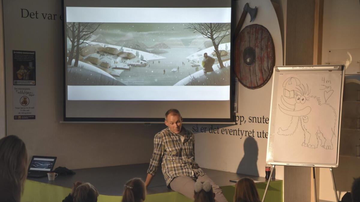 Jens Chr. Næss tok med seg publikum på en engasjerende vandring gjennom historien. Begge