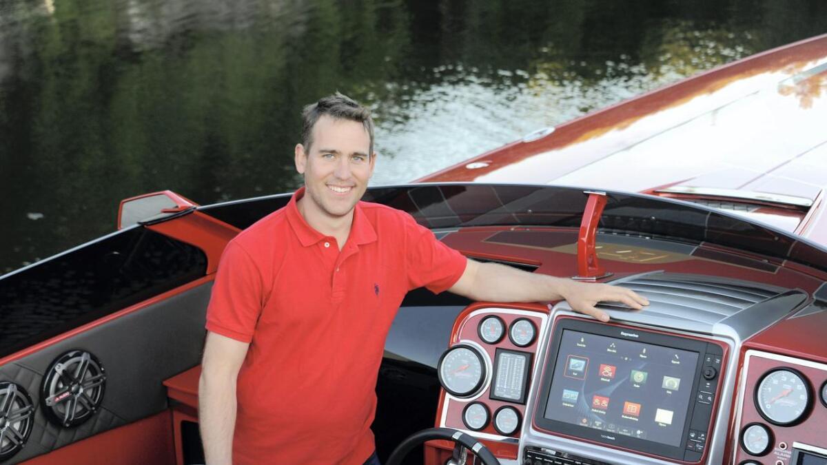 Denne heftige Predator-båten som Andree Geelmuyden Bakkegaard her viser frem i 2016, rekker akkurat tilbake fra Florida der den ble solgt for 10 millioner kroner.