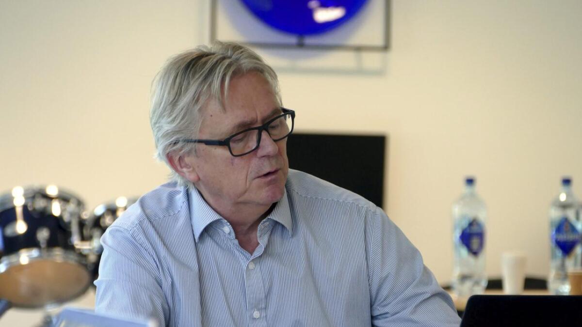 Om satsen for eigedomsskatt vert sett ned, så vert kommunen sine inntekter mindre også, konstateterer Vaksdal-ordførar Eirik Haga.