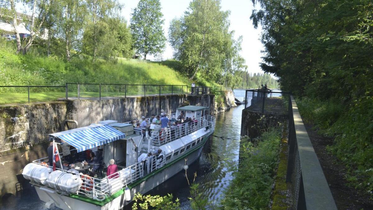 Det har vært en god sesong for Elvekongen. Søndagsturene gjennom Svanfoss sluse er spesielt populære.