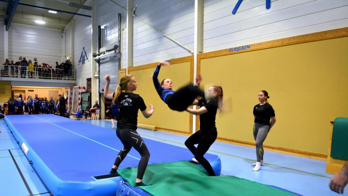 Framlengs salto gjøres tilsynelatende uten anstrengelse.