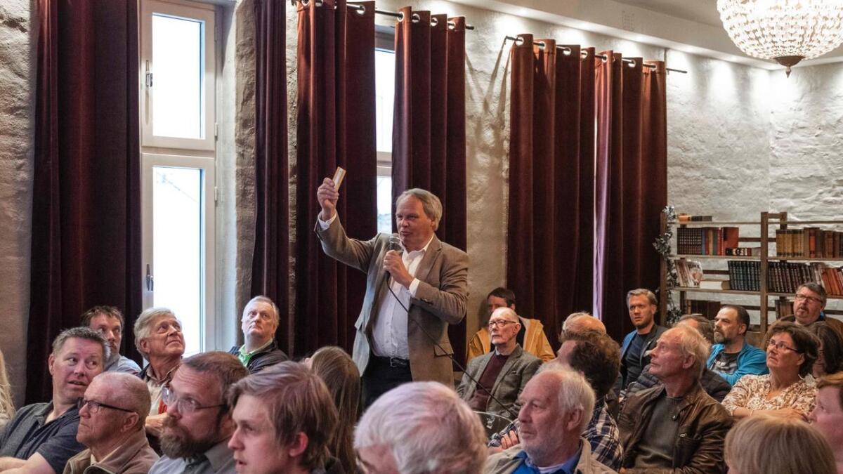 Det var mange som fulgte debatten fra salen. Flere hadde spørsmål til politikerne.