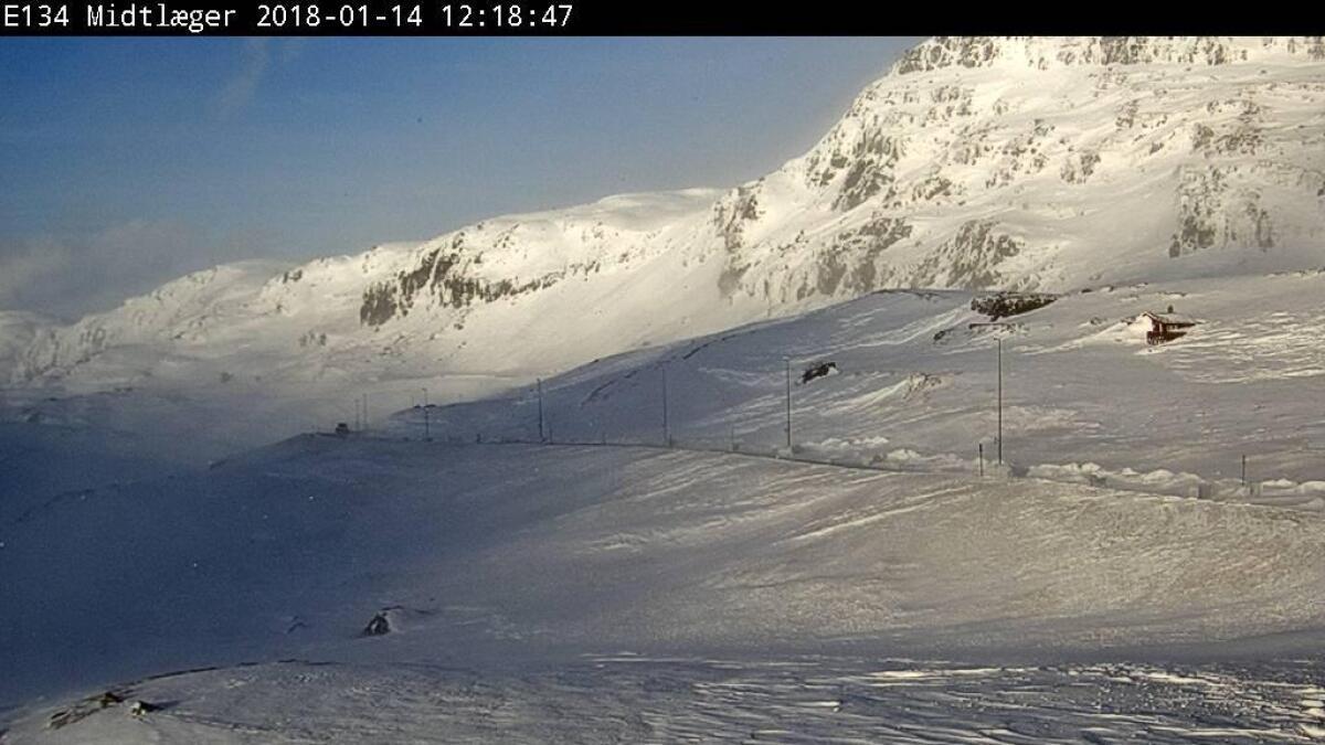 Søndag klokken 12 er det stille på Haukelifjell. Vinden skal ta seg opp mer og mer det neste halvannet døgnet.